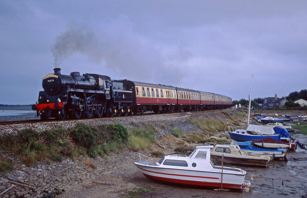 76079, 17.40 Paignton-Exeter St David's, Cockwood Harbour, near Starcross, 13-8-01.