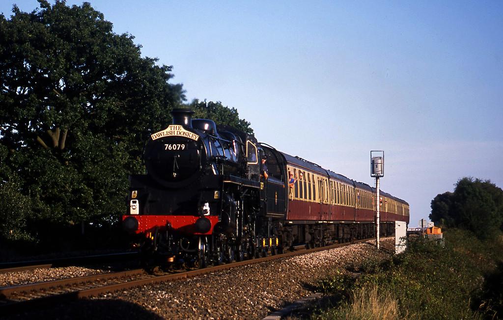 76079, 17.40 Paignton-Exeter St David's, Powderham, near Exeter, 27-8-01.
