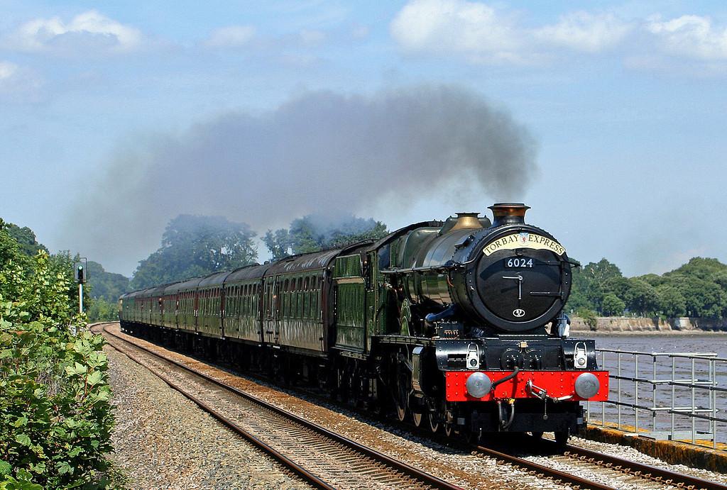 6024, 09.59 Bristol Temple Meads-Kingswear, Torbay Express, Powderham, near Starcross, 11-8-07.