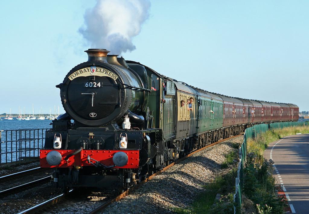 6024, 17.17 Kingswear-Bristol Temple Meads, Torbay Express, Powderham, near Starcross, 11-8-07.