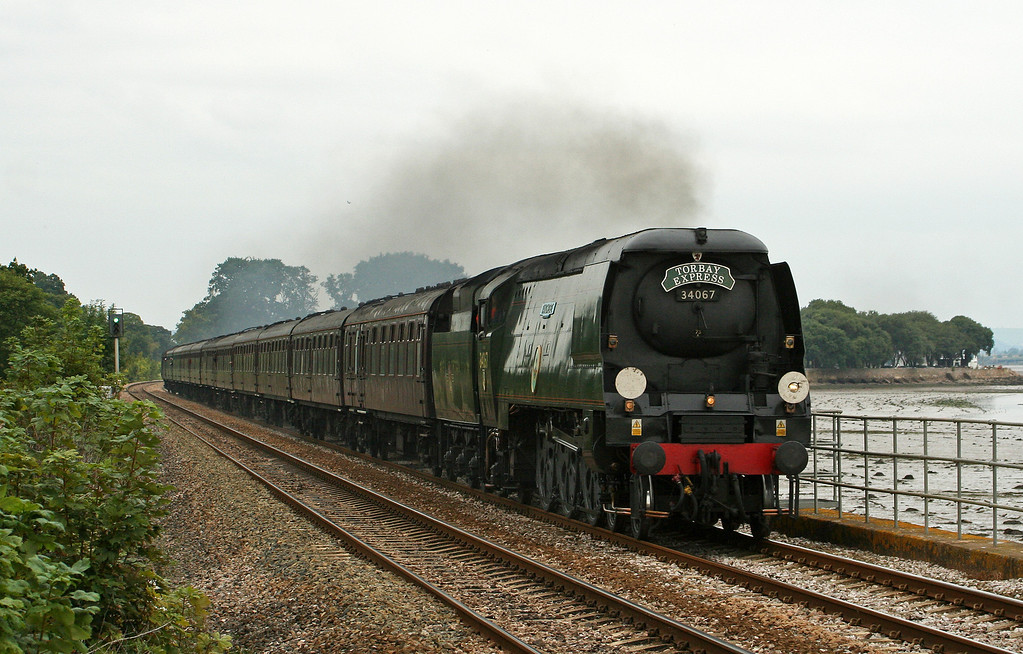 34067, 09.17 Bristol Temple Meads-Kingswear,  Torbay Express, Powderham, near Starcross, 9-9-07.