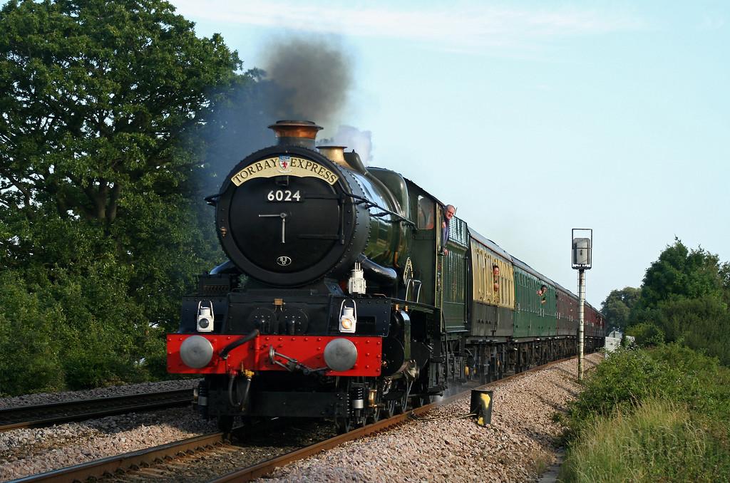 6024, 17.17 Kingswear-Bristol Temple Meads, Torbay Express, Powderham, near Starcross, 5-8-07.