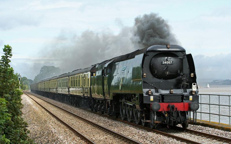 34067, 09.18 Bristol Temple Meads-Kingswear, Torbay Express, Powderham, near Starcross, 7-9-08.