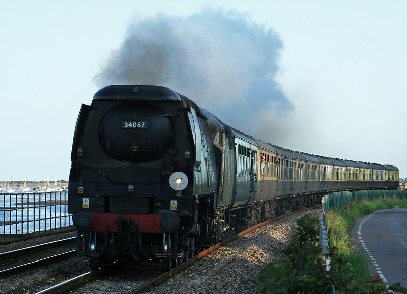 34067, 17.17 Kingswear-Bristol Temple Meads, Torbay Express, Powderham, near Starcross, 7-9-08.