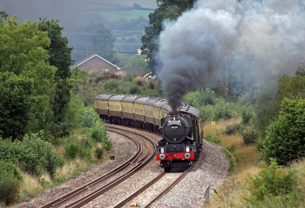 6024, 16.42 Kingswear-Bristol Temple Meads, Torbay Express, Whiteball, 22-8-10.