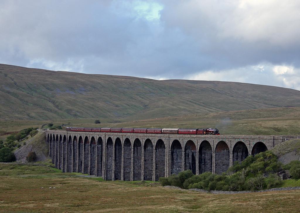 5690/37685, 15.15 Carlisle-Hellifield-Lancaster, The Fellsman, Ribblehead Viaduct, 15-9-10,