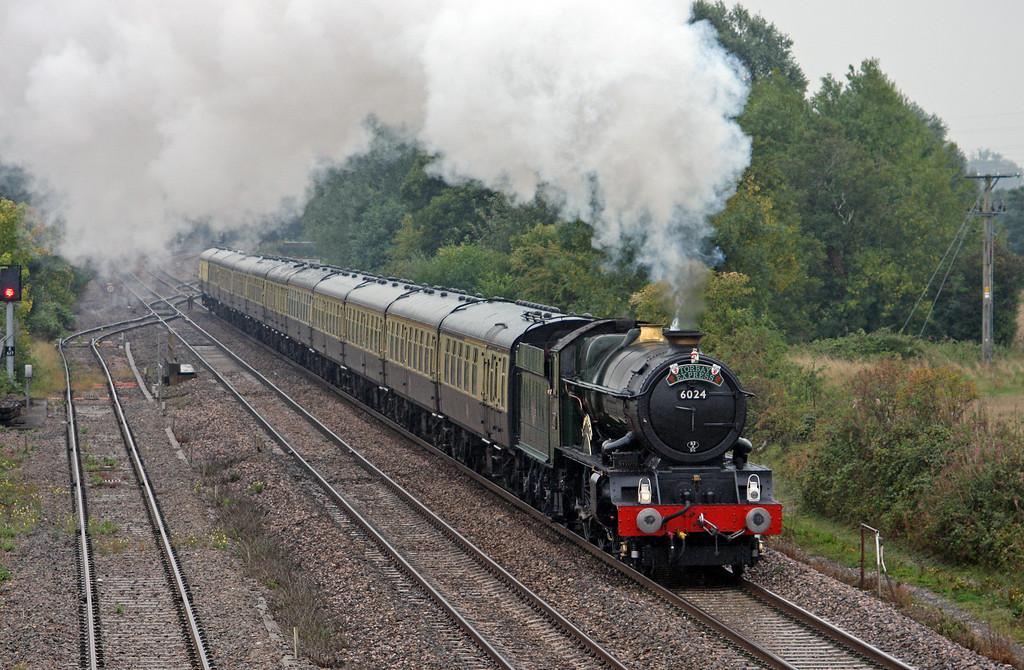 6024, 09.15 Bristol Temple Meads-Kingswear, Torbay Express, Norton Fitzwarren, near Taunton, 5-9-10, in heavy rain.