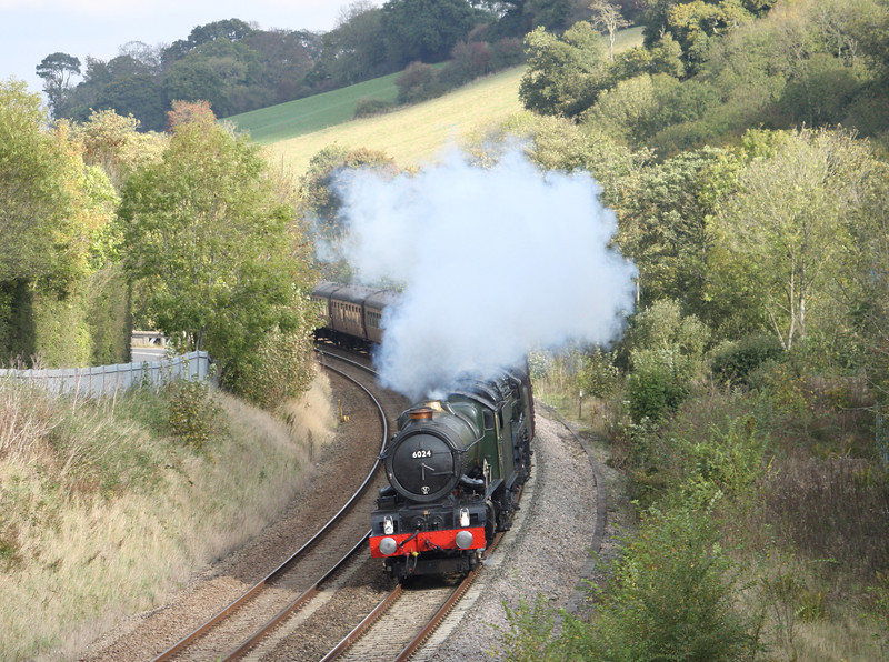 6024/70013, 06.09 Poole-Bristol-Plymouth, The Devonian, Nag's Head Bridge, near Cullompton, 22-10-11.