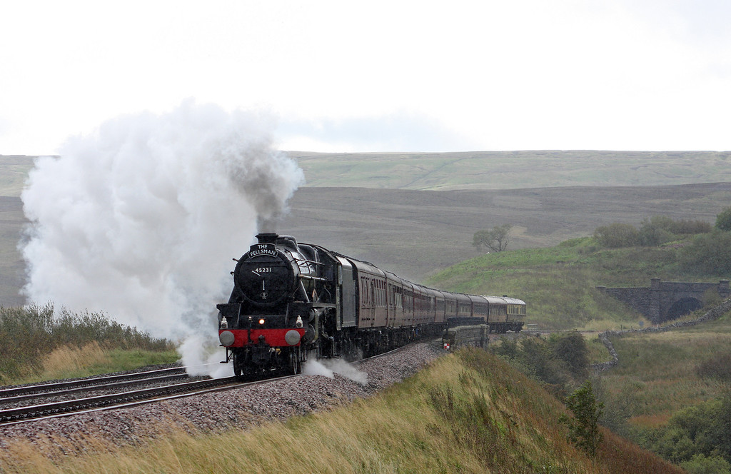 45231, 08.05 Lancaster-Carlisle-Lancaster, The Fellsman, squally Grisedale Crossing, near Garsdale, 14-9-11.