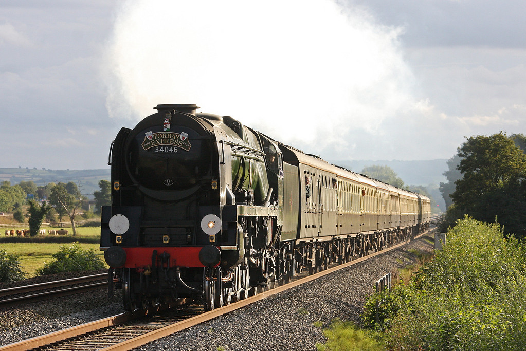 34046, 16.50 Kingswear-Bristol Temple Meads, Torbay Express, Pugham Crossing, near Burlescombe, 8-9-13.