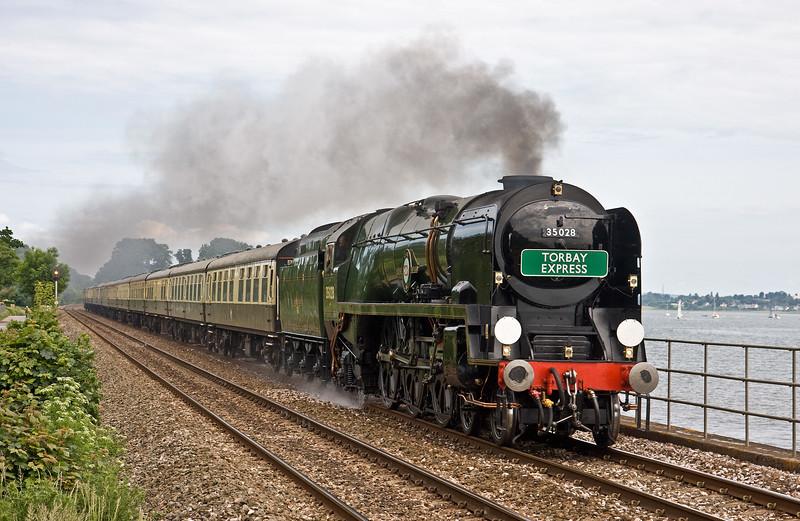 35028, Torbay Express, 08.00 Bristol Temple Meads-Kingswear, via Westbury, Powderham, near Starcross, 3-6-18.