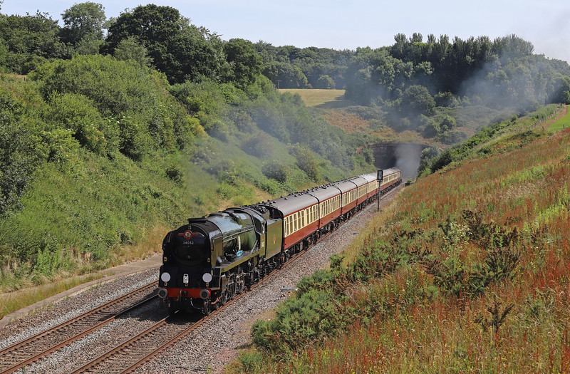 34046 Braunton (running as 34052 Lord Dowding)/47805 (D1935), 08.00 Bristol Temple Meads-Kingswear, via Westbury, English Riviera Express,<br /> Whiteball, 24-6-18.