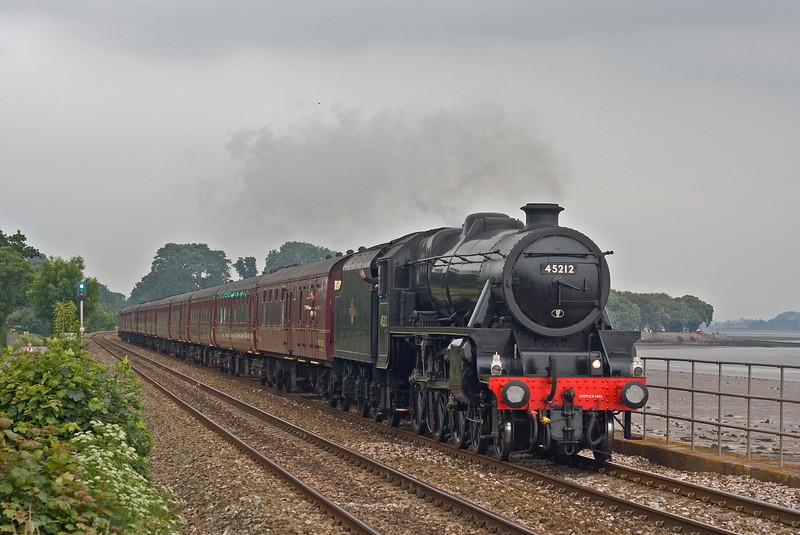 45212/37688, 07.15 London Paddington-Kingswear, The Cathedrals Express, Powderham, near Exeter, 10-6-18.