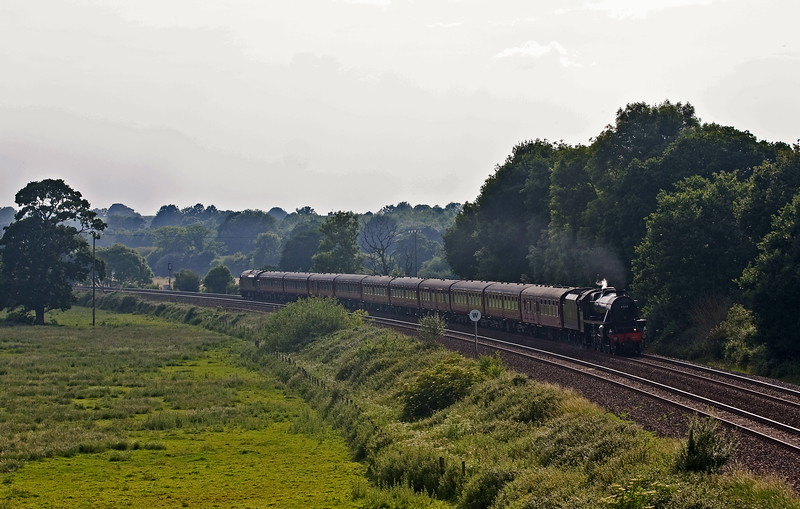 45212/37688, 16.50 Kingswear-Slough, The Cathedrals Express, Silverton, near Exeter, 10-6-18.
