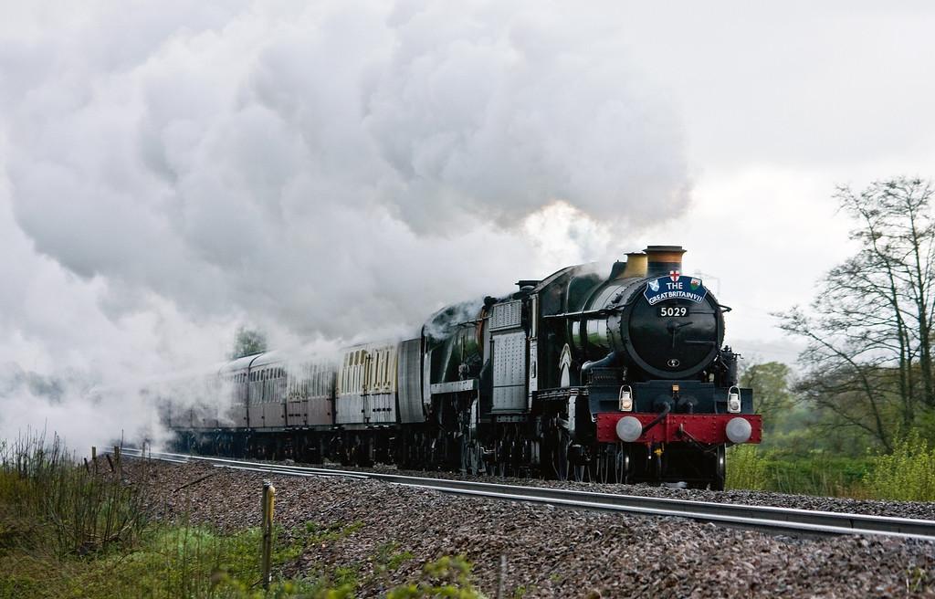 5029/34046, 09.01 St Austell-Bristol Temple Meads, Great Britain V111, Pugham Crossing, near Burlescombe, 27-4-14. 47746 on rear.