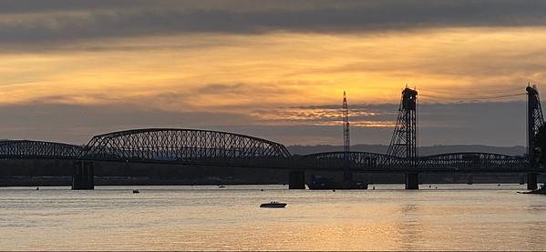 I-5 Bridge - 9/1/2020   7 minutes before sunset