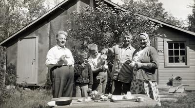 Coffee Time | With John and Hilma Paavola