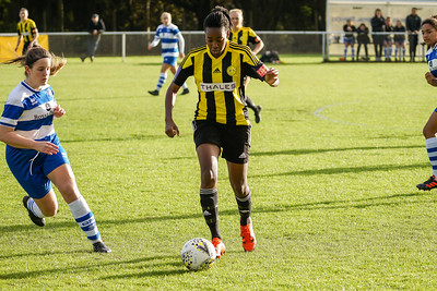 Crawley Wasps LFC (6) vs QPR Girls (0) on November 11, 2018 at Oakwood Football Ground, Tinsley Lane, Crawley, Crawley. Photo: Ben Davidson, www.bendavidsonphotography.com (181111-0092)