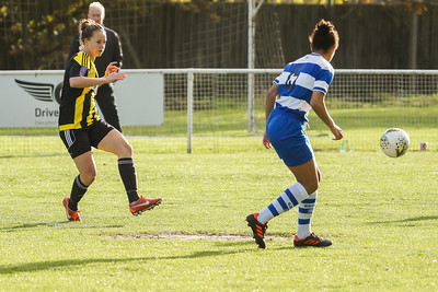 Crawley Wasps LFC (6) vs QPR Girls (0) on November 11, 2018 at Oakwood Football Ground, Tinsley Lane, Crawley, Crawley. Photo: Ben Davidson, www.bendavidsonphotography.com (181111-0095)