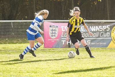 Crawley Wasps LFC (6) vs QPR Girls (0) on November 11, 2018 at Oakwood Football Ground, Tinsley Lane, Crawley, Crawley. Photo: Ben Davidson, www.bendavidsonphotography.com (181111-0114)