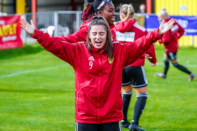 1909290016 -  Crawley Wasps Ladies Football Club  Oxford United WFC on September 29, 2019 at East Court, College Lane, RH19 3LS, East Grinstead. Photo: Ben Davidson, www.bendavidsonphotography.com