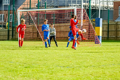 1909280033 -  Roffey Robins Atletico  Hurstpierpoint Colts on September 28, 2019 at North Heath Lane, RH12 5PJ, Horsham. Photo: Ben Davidson, www.bendavidsonphotography.com