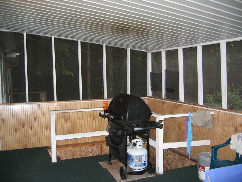 Screen porch - grill