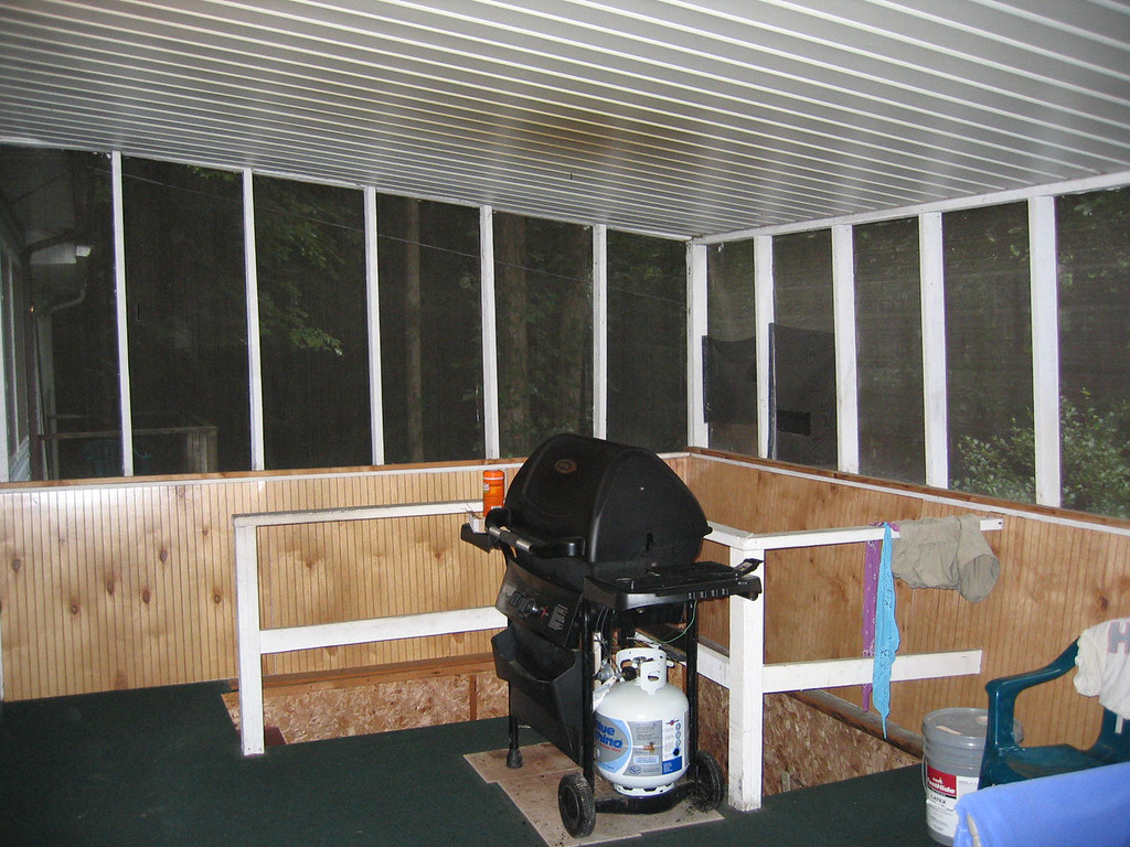 Screen porch - grill