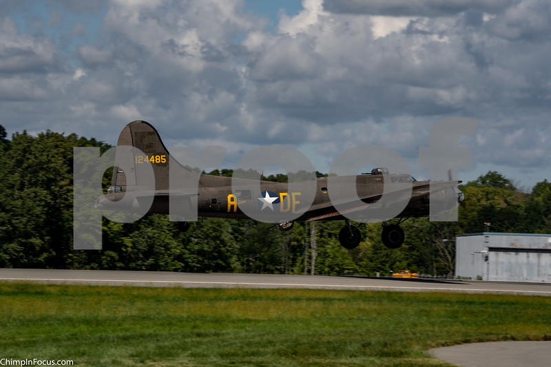 "B-17 Flying Fortress ""Mephis Belle"""