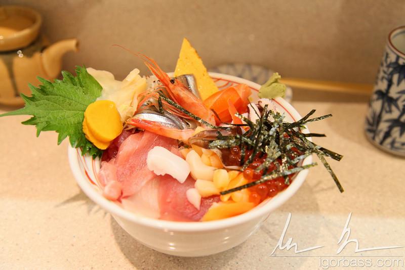 Breakfast at the Tsukiji fish market