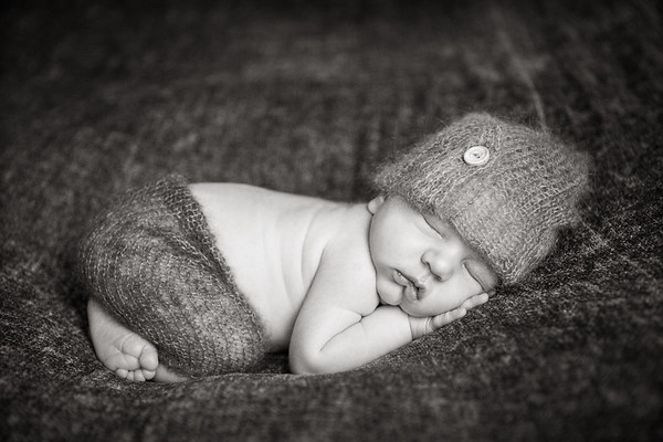 Black & White newborn Photo