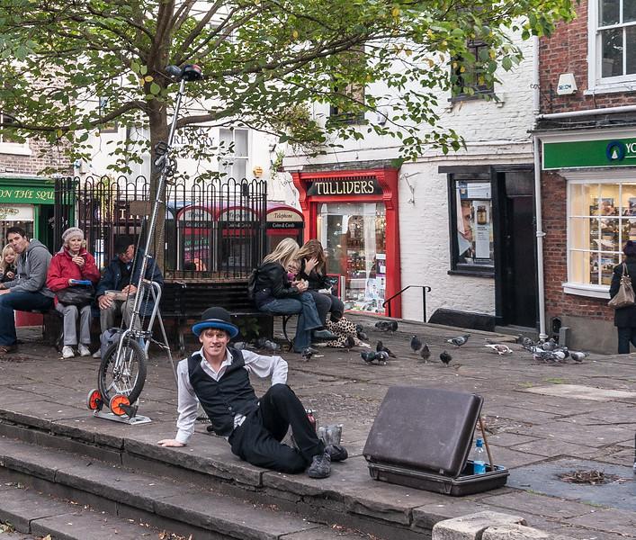 Street Performer @ Kings Square - York, England, UK