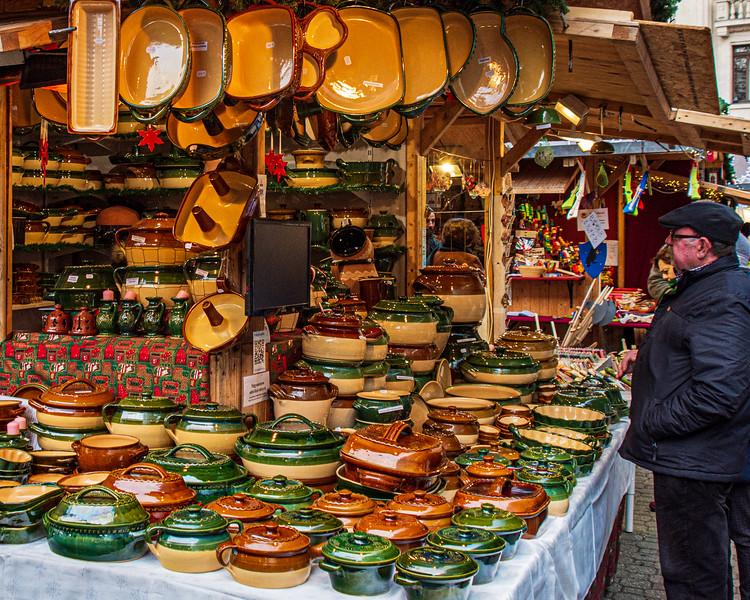 Hungarian Pottery @ Christmas Market on Vörösmarty Square - Budapest, Hungary, EU