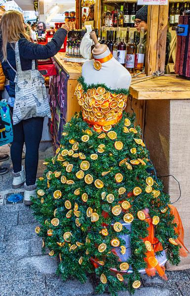 Mannequin @ Christmas Market on Vörösmarty tér - Budapest, Hungary