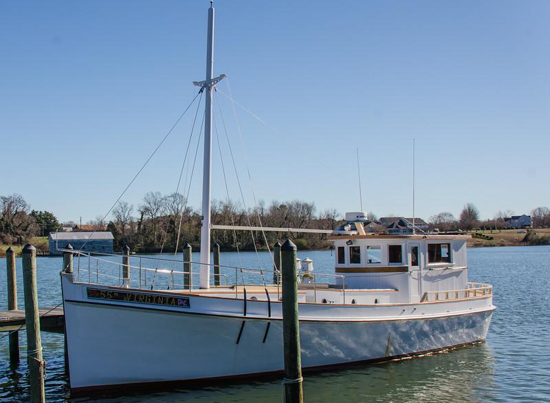55th Virginia Deadrise Oyster Buy-boat #531291  c 1971 - Urbanna, VA