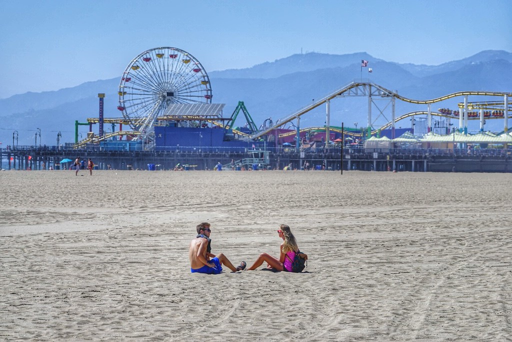 Santa Monica pier couple