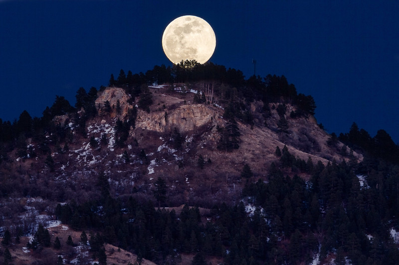 Super Worm Moon rising over Lookout Mountain in Spearfish