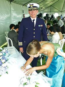 2002 : Lauren witnesses the marriage of her brother.