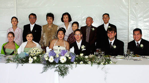 2002 : The extended Hashimoto family with the wedding party at the front of the reception.