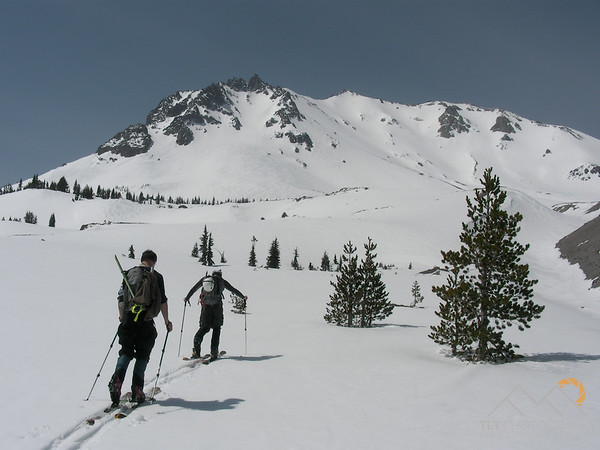 Hartz and Holm skinning up towards the Northeast Face of Mount Lassen in Northern California. Please Follow Me! https://tlt-photography.smugmug.com/
