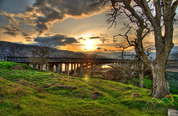 Sunset over the Columbia River Gorge from Lyle, WA. Please Follow Me! https://tlt-photography.smugmug.com/