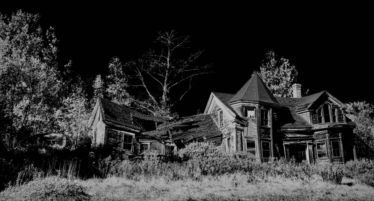 Dilapidated house on Highway 1
