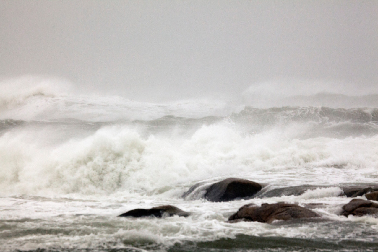 Storm waves 8968