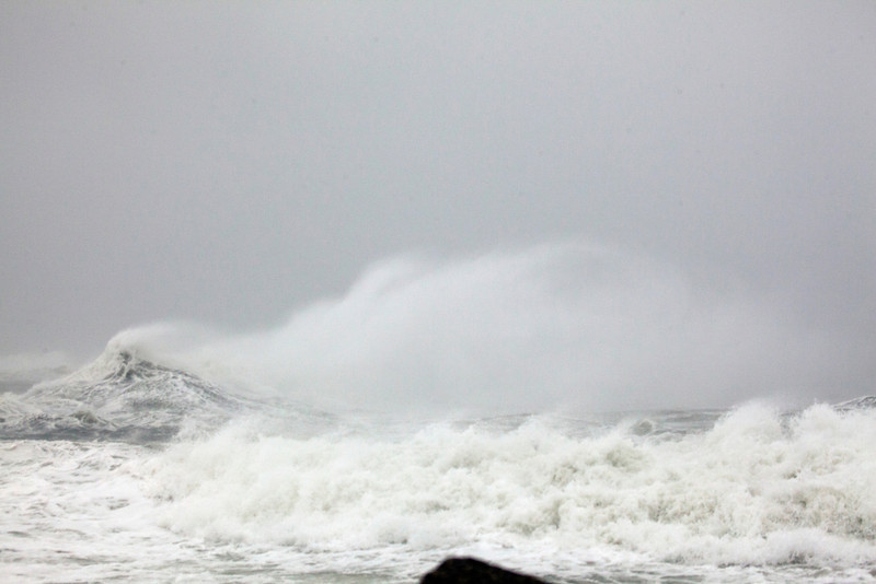 storm waves 8951