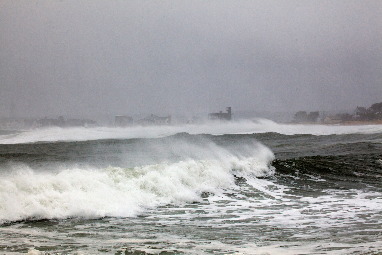 storm waves 9061