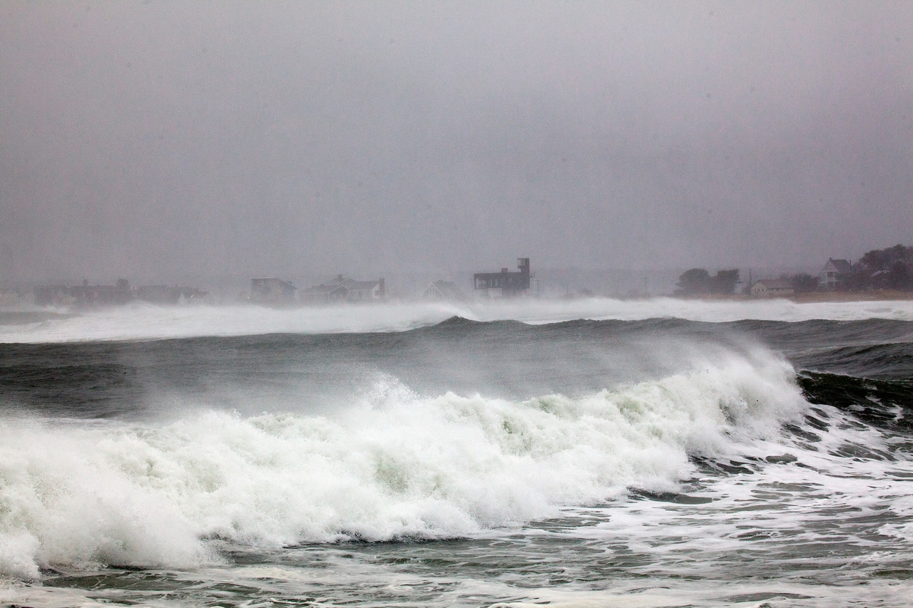 storm waves 9063