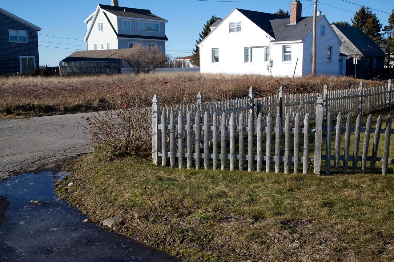 fence C4902