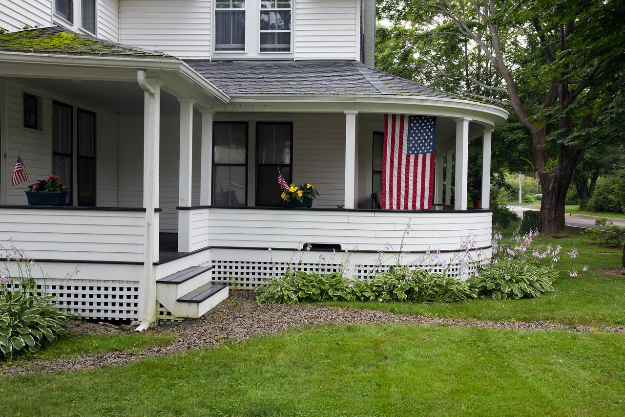Porch flags C7350