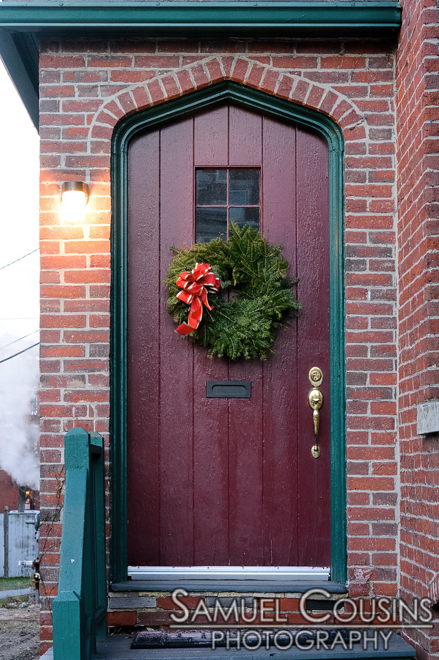 A wreath on a door on State St