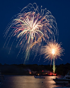 Fireworks over the Kennebec River in Bath, Maine (41392)